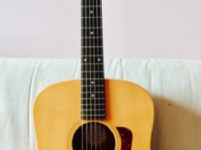 guitare vendue magnifique guitare acoustique taylor big. Black Bedroom Furniture Sets. Home Design Ideas