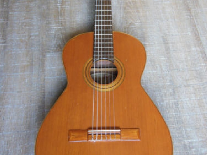 TORRES ,guitare ancienne, MARQUE TORRES