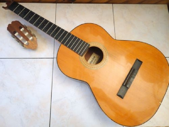corps de guitare classique de marque admira paloma guitare occasion. Black Bedroom Furniture Sets. Home Design Ideas
