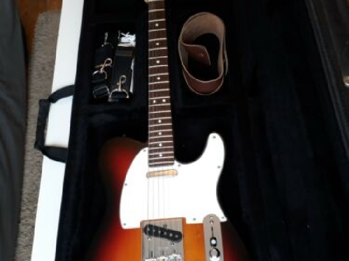 Guitare FENDER US - telecaster - Highway One - 3TS RW - 2003 - étui rigide Stagg
