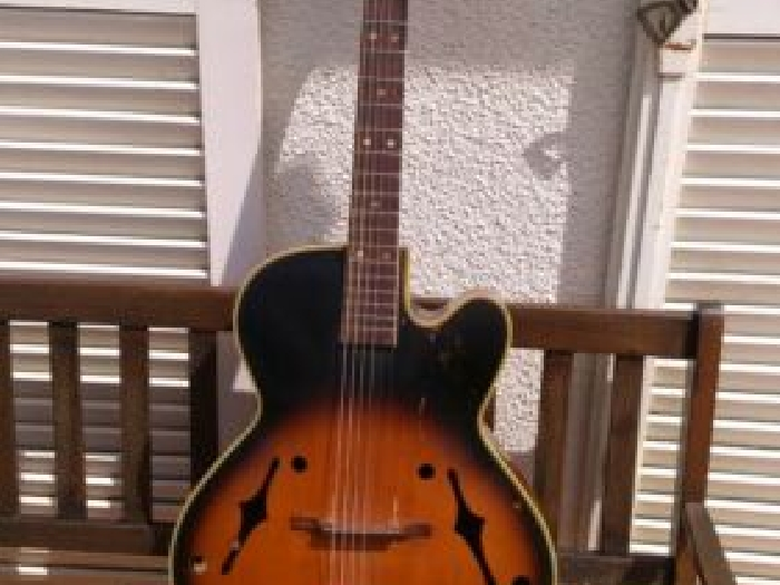 Guitare jazz manouche archtop ancienne (1950 )