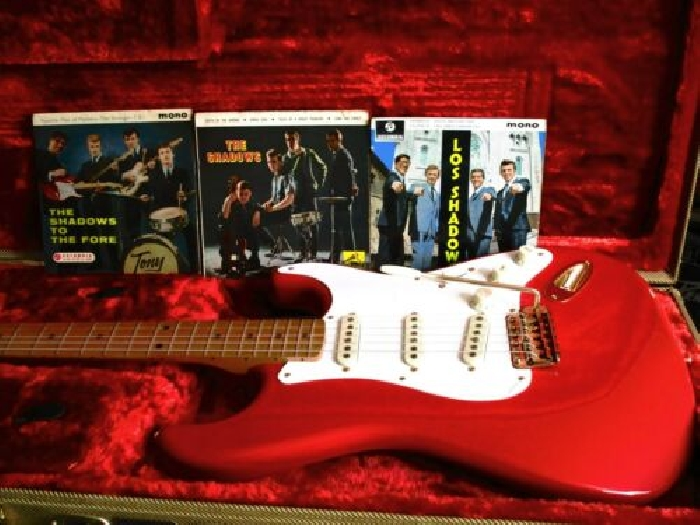 guitare FENDER strat FSR Limited Classic série Fiesta Red accastillage Gold