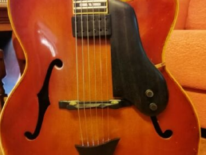 Höfner New President arch top