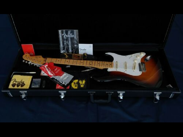 MINT !!! Fender Classic Player '50s Stratocaster with Case and Accessories !!!