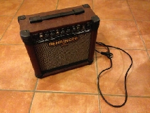 Ancien ampli de guitare Behringer AT108 Ultra-Compact 15-Watt Acoustic