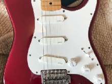FENDER STRATOCASTER ROUGE  +  MICROS EMG  USA