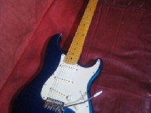 Fender Stratocaster Mexico, micros Fender noiseless USA +sangle, très bon état