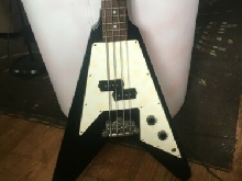 Guitare basse flying V vantage made in Japan noire et blanche bon état