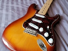 Fender American Deluxe Stratocaster 2017 Bare Knuckles Apaches