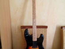 Precision Bass Fretless 2018 3-Color Sunburst