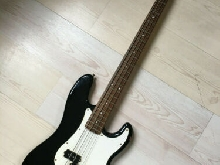 SQUIER P. Bass by FENDER