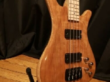 Guitare basse electrique luthier style Warwick medium scale 32''