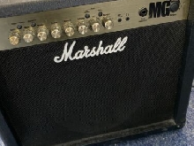 Marshall MG Guitare Amplifacateur - Noir avec guitare